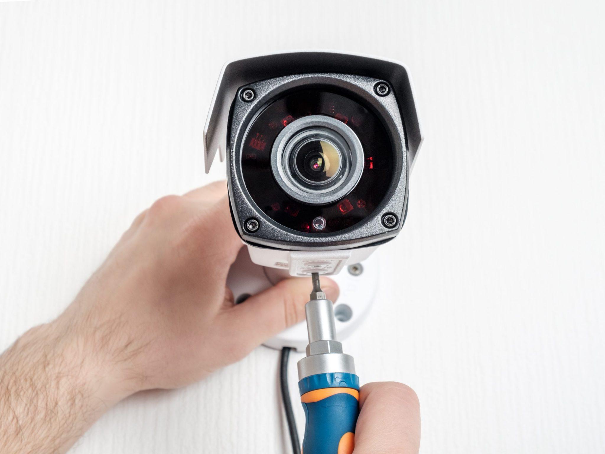 تفاوت دوربین مداربسته بیسیم و سیمی